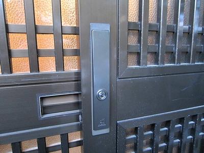 玄関 引戸の鍵