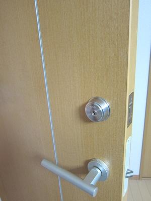室内ドアへ鍵の取付け