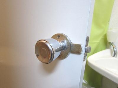 トイレ ドアノブ故障