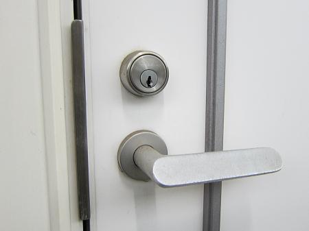 アパート 玄関の鍵